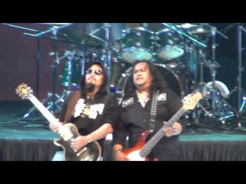 Jerangkung dalam almari (HD) - Wings Live in Singapore (SUNTEC) 2011