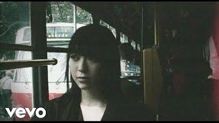 2005年9月28日発売 14th Single ( 映画「春の雪」主題歌)。PVはチェコの...