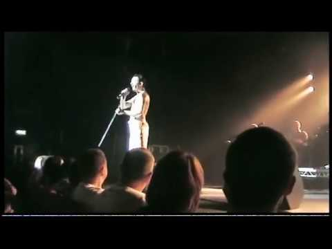 Gary Mullen (One Night of Queen) audience call and response (Day Oh) FANTASTIC VERSION!