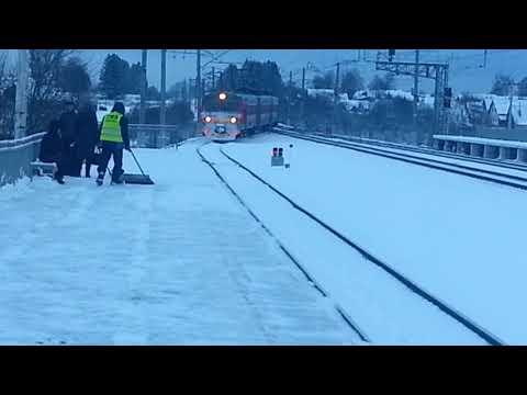 Электропоезд ЭД4М-0159. Станция Струнино