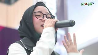 Video SUJUD SYUKUR NISSA SABYAN MENAHAN HARU DI KONSER KEMENANGAN YA MAULANA download MP3, 3GP, MP4, WEBM, AVI, FLV September 2018