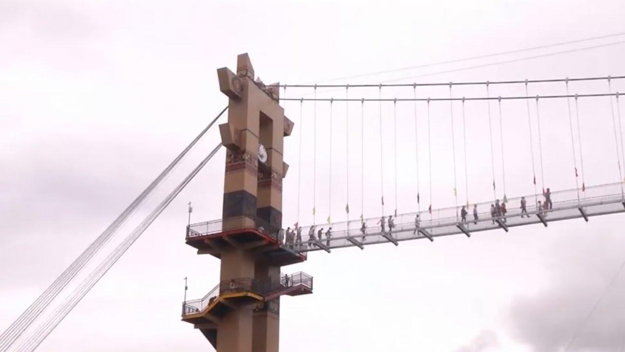 Картинки по запросу В китайской провинции Гуйчжоу открыли 220-метровый стеклянный мост,