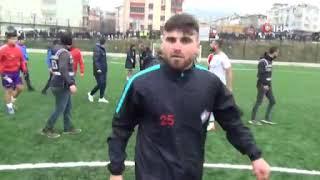 Maçtan sonra saha karıştı, futbolcular birbirine girdi!