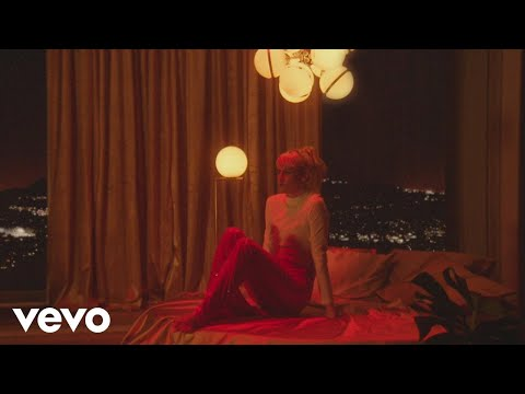 Owlle - In The Dark (Official Video)