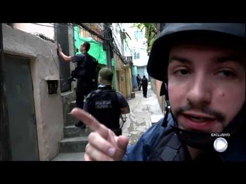 Repórter acompanha operação surpresa da Polícia Civil em comunidade carioca