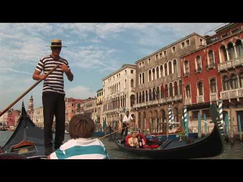 How to steer a gondola boat in Venice