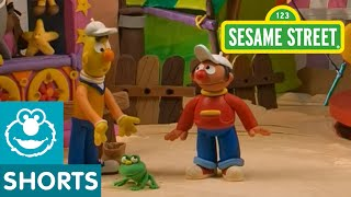 Sesame Street: Bert and Ernie Find An Amazing Frog (Bert and Ernie