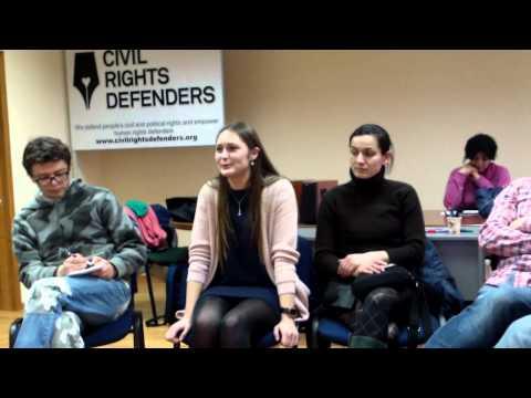 Discuții despre o carte la clubul Feminism Moldova