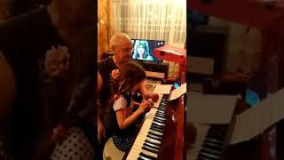 Уроки музыки с дедушкой.Тае 5,10лет,март 2018
