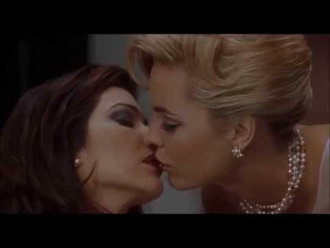 Mulholland Drive Melissa George kisses Laura Harring
