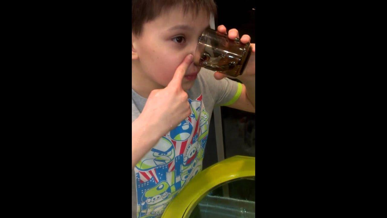 Как правильно промывать нос соленой водой в домашних условиях