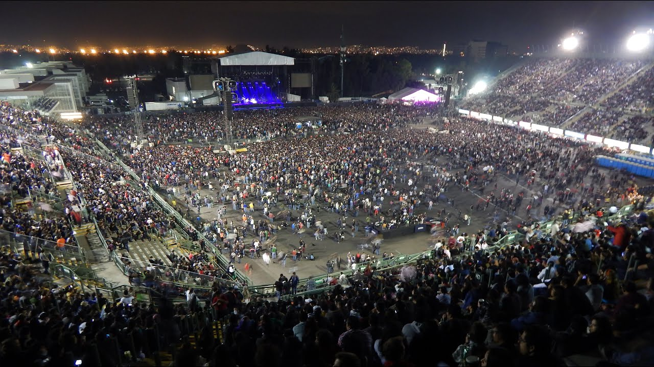 Waiting for pearl jam foro sol mexico city 2015 youtube for Puerta 5 foro sol