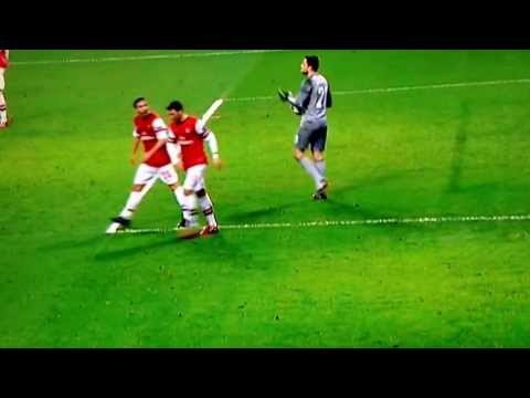 Mesut Özil arguing with Mathieu Flamini - Arsenal vs. FC Bayern Munich - 19/02/2014