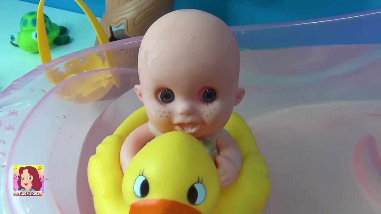 BANHO DA JUJU novo ! BÓIA DE PATO - Que fofinha a boneca Juju ! #bonecajuju #tiacris #brinquedo