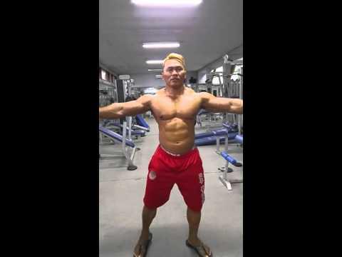 Binaraga Indonesia Yana Joss. Pose @ gym ( off season )