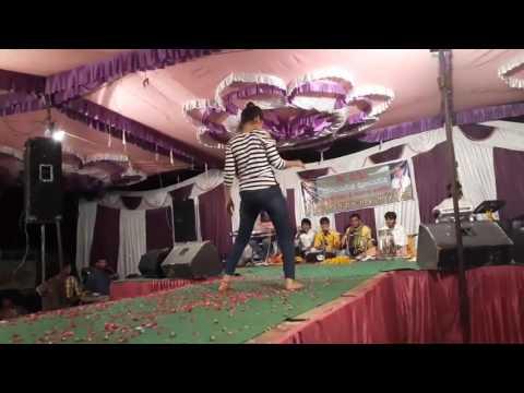 Cute Girl Dancing On The Song Of Raja Hindustani.