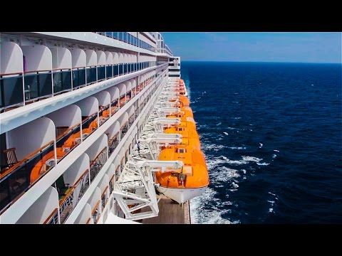 Cruise ship Queen Mary 2 - Transatlantic travel.