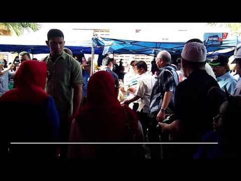 Perdana Menteri, Datuk Seri Najib Tun Razak telah membuat lawatan mesra (Walkabout) di Tamu Putatan