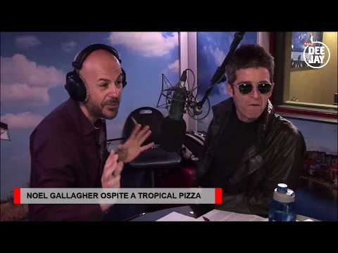 Noel Gallagher a Tropical Pizza FULL INTERVIEW 09.11.2017 Radio DeeJay Italia