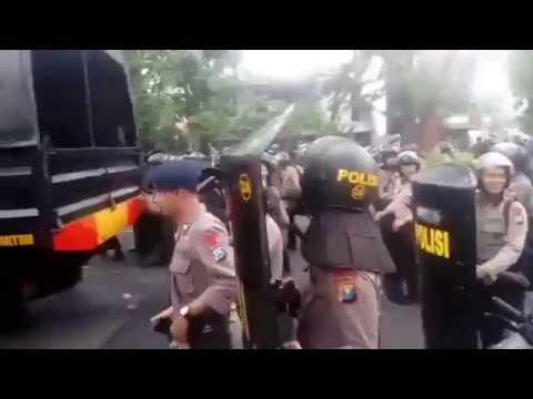 Lihat Inilah Detik Detik PSHT & BONEK Bertemu Di Surabaya