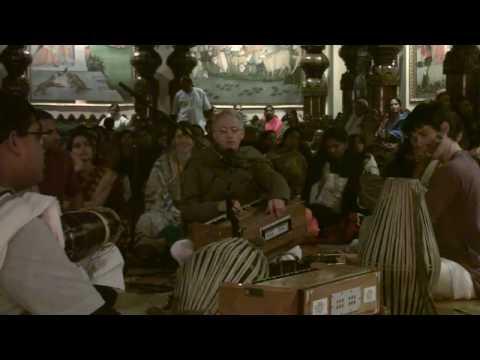 Bhajan - New Year's Eve 2010 - Mukunda Datta das - 14/22