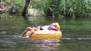 危機一髪!郡上八幡で川遊び中に流される娘を助けるお父さん thumbnail