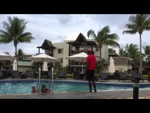 Fiji Worldmark poolside play
