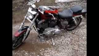 Обзор Harley-Davidson Sportster 883 XLH(Обзор Спортстера, запуск двигателя. В конце видео специально снято на расстоянии чтобы микрофон не запирал..., 2013-04-28T18:14:42.000Z)