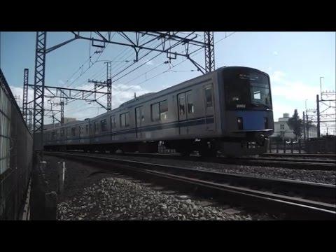 萩山駅へ向かう西武拝島線の下り電車