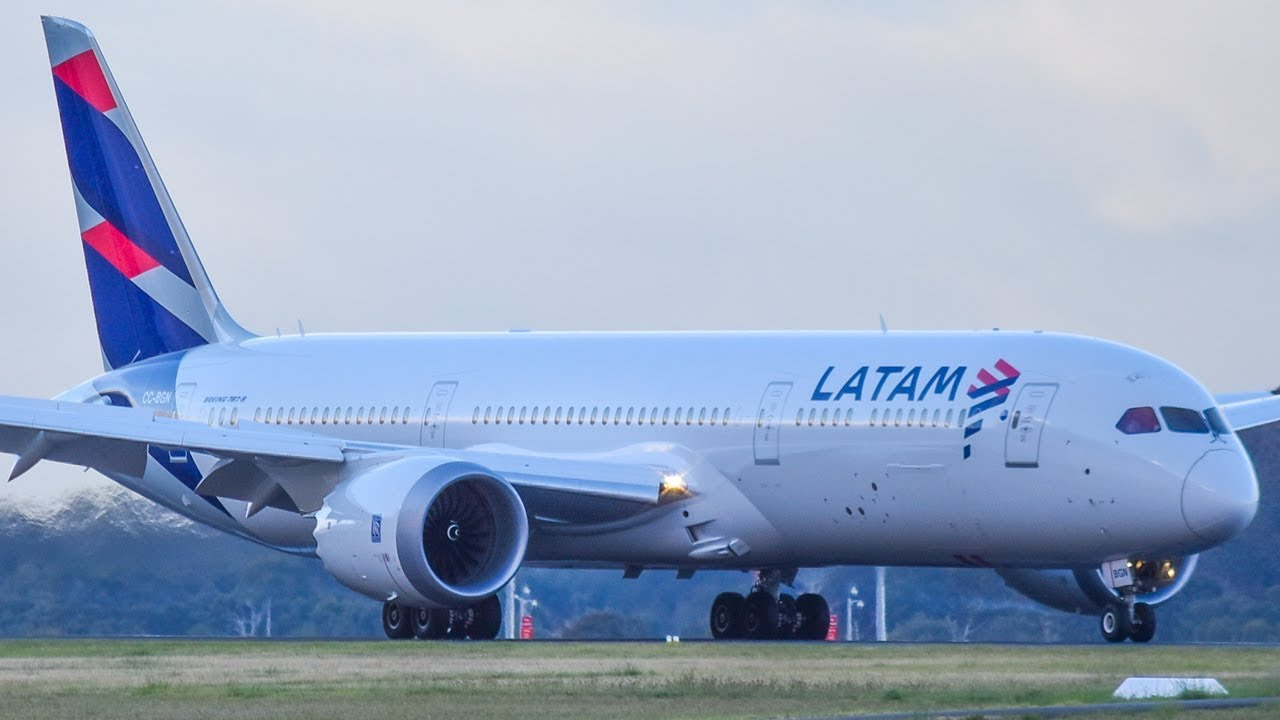 INAUGURAL LATAM Airlines 787-9 LANDING & WATER CANNON SALUTE at Melbourne Airport - YouTube