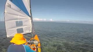 Kayak à voile, moteur et pagaie. Récifs de l'Ilot Tenia