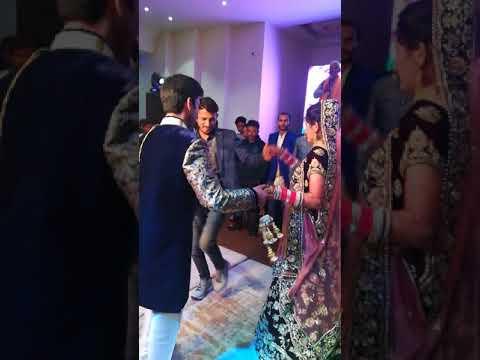 Bhai ne behan ke liye surprise dance....reception party