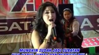 Ine Sinthya - Di Simpang Jalan ( Official Music Video )