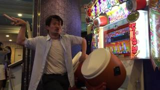 Dude rocks out on Taiko No Tatsujin