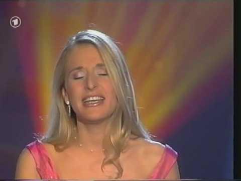 Stefanie Hertel - Heiße Partys, coole Nächte from YouTube · Duration:  3 minutes 2 seconds
