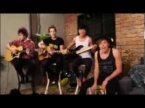 She Looks So Perfect (Acoustic) - 5SOS | Livestream 21/03/2014