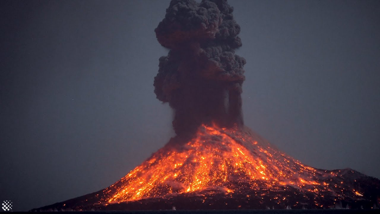 Incredible Krakatoa volcano eruptions at night anak krakatau 2018