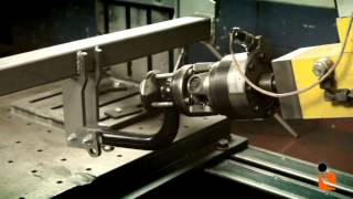 видео машина против мотоцикла