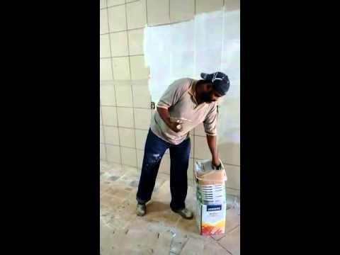 Como cobrir azulejos com massa corrida youtube - Como aplicar microcemento sobre azulejos ...