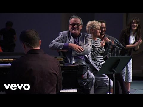 Mark Lowry - Goodbye World Goodbye (Live) ft. Stan Whitmire