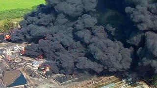أربعة قتلى على الأقل في الحريق الهائل في خزانات النفط قرب كييف   11-6-2015