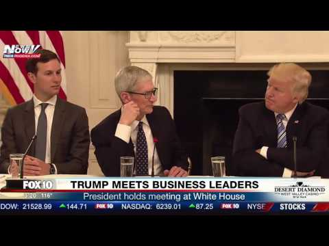 MUST WATCH: Apple CEO Tim Cook Meets With President Trump at White House (FNN)