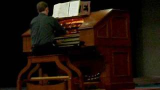 """Ian Kipling plays """"Christie"""" a World War II Medley"""