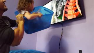 【親子愛】パパによる「人力VR」で絶叫マシンを初体験!