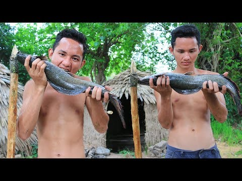 Primitive Technology: Top Fishing By Spear And Cooking Fish For Food In The Forest