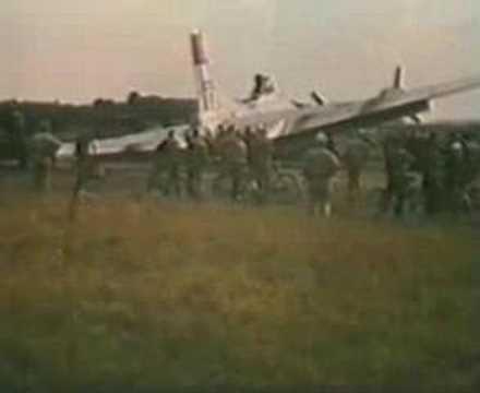 B17 1944 LANDING ON ONE WHEEL AT PODINGTON WW 2.