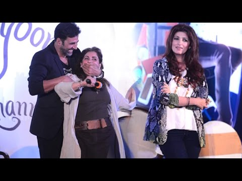 Why Is Akshay Kumar Covering Dimple Kapadia's Mouth?