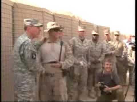 Gen. Petraeus visits Marines in al-Anbar province
