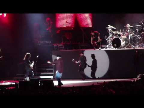 Guns N' Roses - Sweet Child O' Mine (Live at Taipei County Stadium, Taipei, Taiwan Dec 11, 2009)