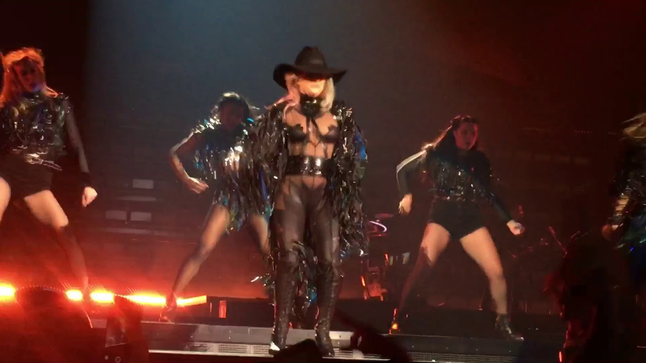 lady gaga john wayne joanne world tour los angeles 12 18 17 youtube. Black Bedroom Furniture Sets. Home Design Ideas